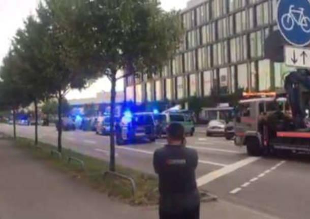 Monaco sotto attacco, due sparatorie. Molti morti, killer in fuga