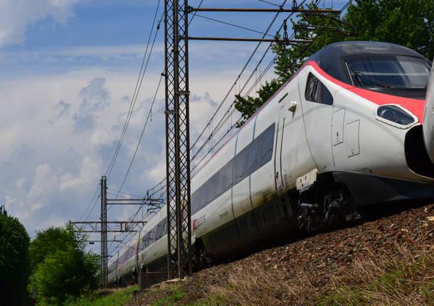 Giovane investito da un treno