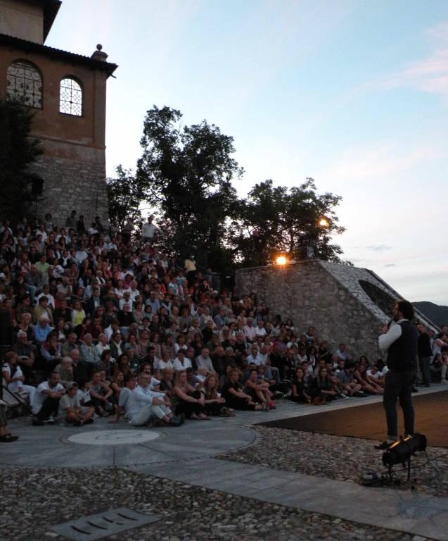 Tra Sacro e Sacro Monte: in scena Fausto Russo Alesi