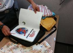 Libri e pennarelli, nascondigli per soldi