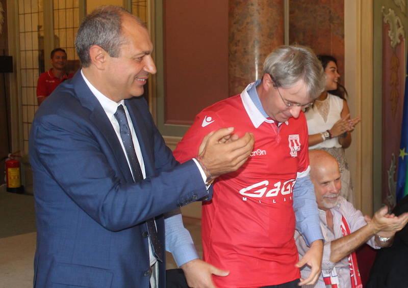 Il Varese presenta squadra, maglia e inno