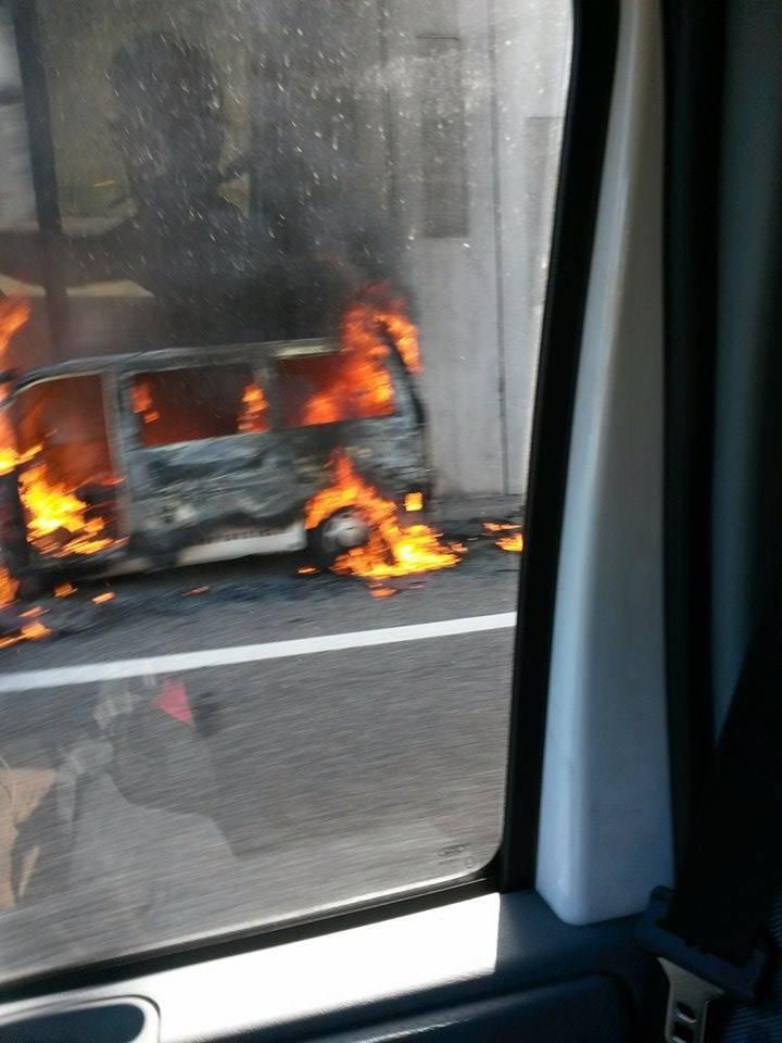 incendio auto superstrada 336