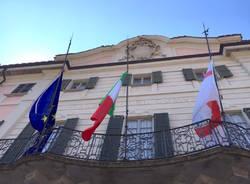 Terremoto, bandiere a mezz'asta a Varese