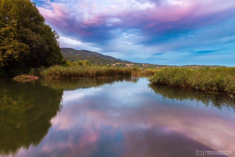 Tramonto dove fiume e lago si incontrano
