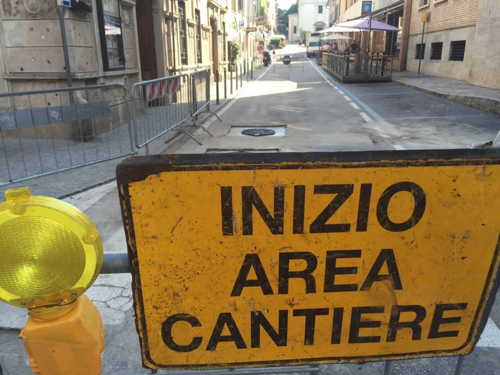 Via Carrobbio chiusa per sostituzione chiusini