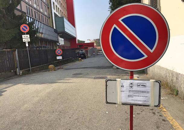 Cambiano i cartelli, cominciano le grandi manovre per il parcheggio Del ponte
