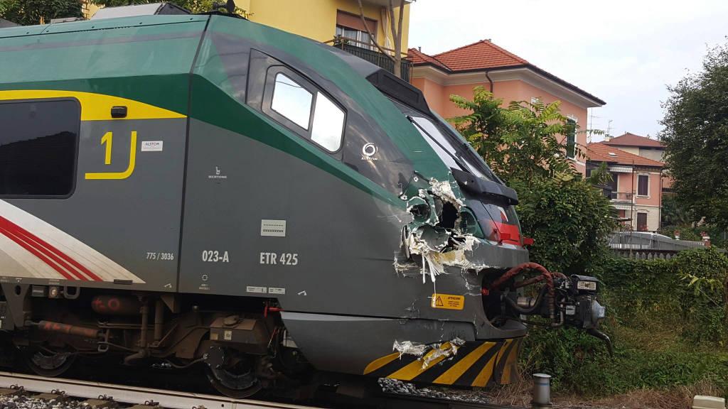 Gazzada Schianno: il treno danneggiato
