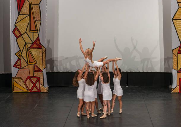 Lo spettacolo degli studenti per i terremotati