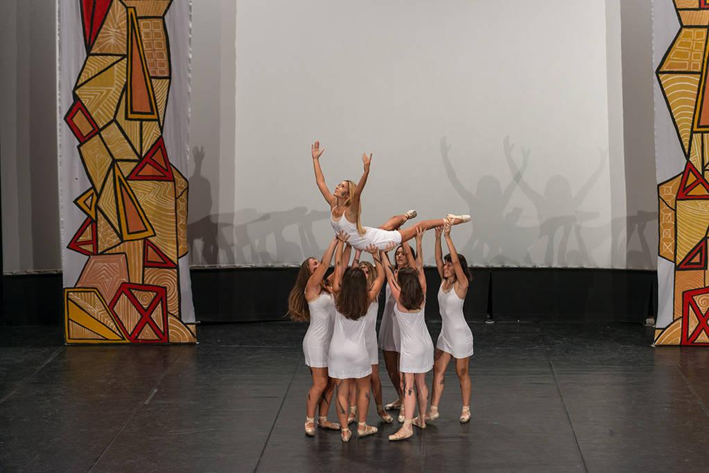 Gli studenti ballano per Accumoli