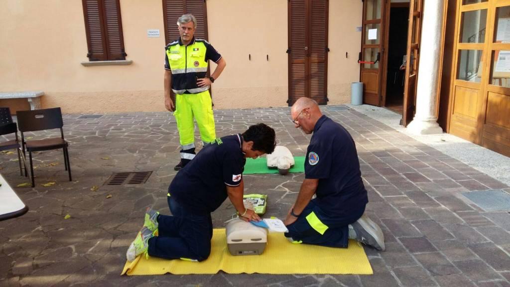 Prociv di Galliate Lombardo al corso per l'uso del defibrillatore