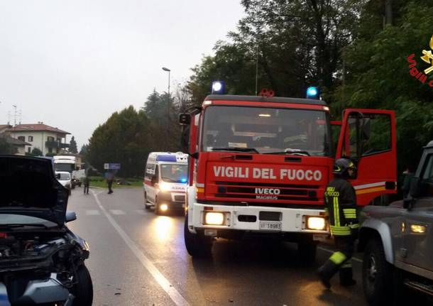 Auto ribaltata ad Arsago Seprio