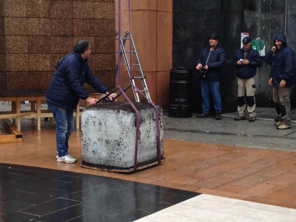 Estratto il cubo di ghiaccio in piazza Monte Grappa