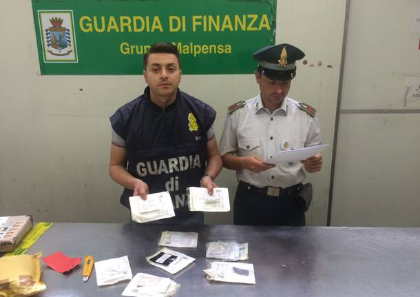 Le nuove droghe scoperte dalla Guardia di Finanza a Malpensa