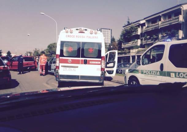 incidente via Varese Gallarate ambulanza Polizia Locale
