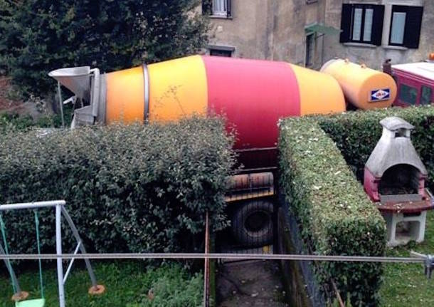 Induno Olona: bloccati da un tubo del gas