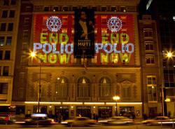 monumenti illuminati contro la polio