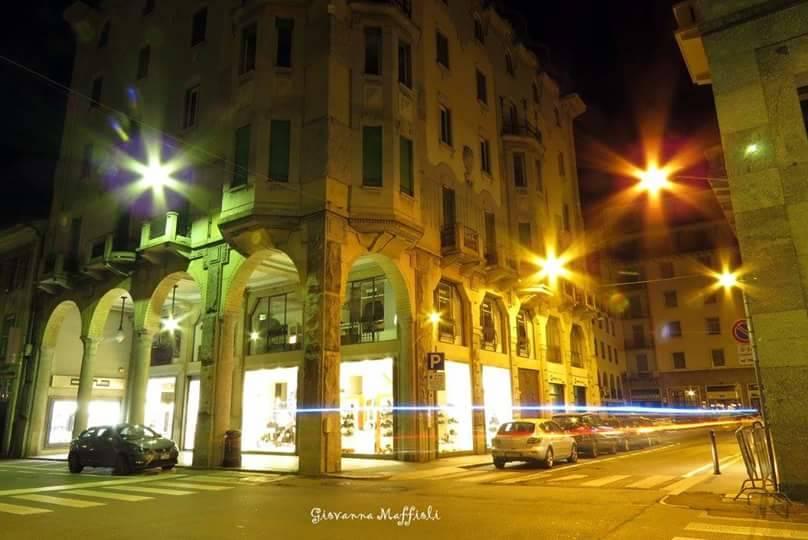 Varese by night, foto di Giovanna Maffioli