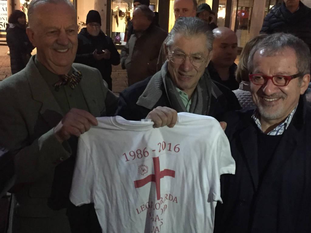 Bossi, Maroni e Leoni per i 30 della sede storica della Lega
