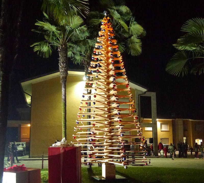 L\'albero si accende a Biandronno