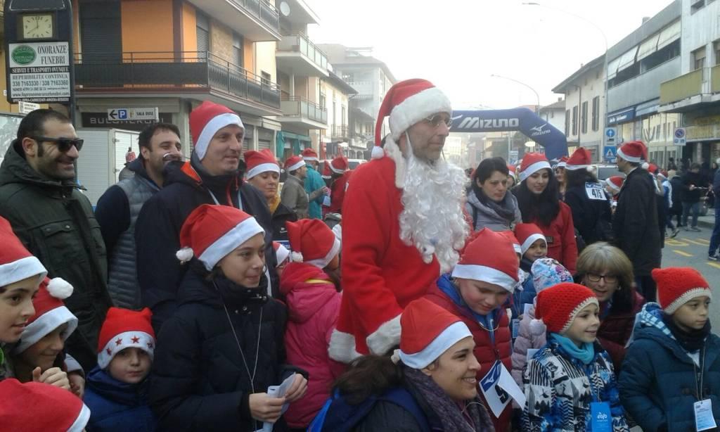 La corsa dei Babbi Natale a Besozzo