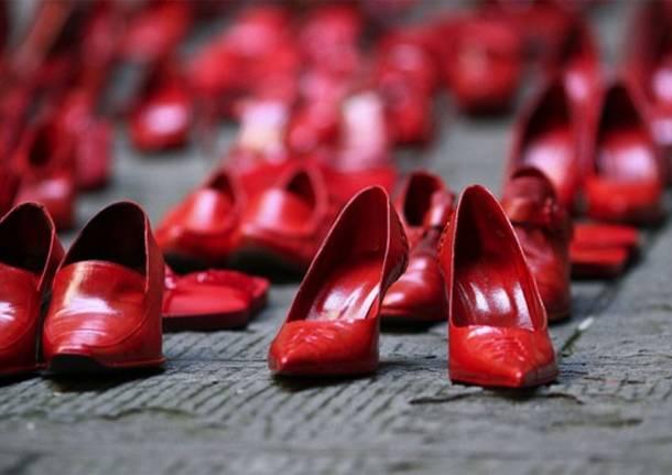 Scarpe rosse contro al violenza sulle donne