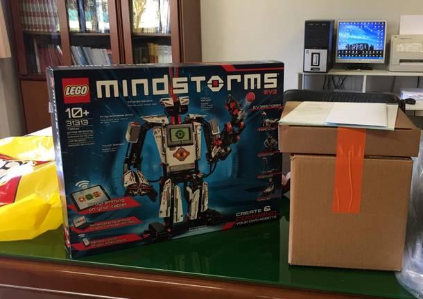 Un robot e una stampante 3D per la scuola