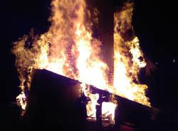 Brucia la Befana per la scuola di Accumoli