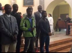 Caravate: un canto natalizio nigeriano in chiesa
