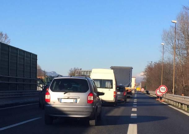 coda A8 autostrada giorno diurna