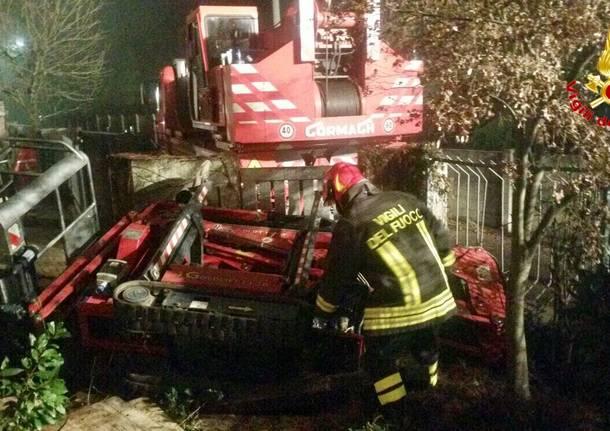 Giardiniere di 63anni muore schiacciato dal cestello dei lavori
