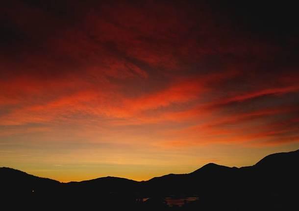 il primo tramonto di dicembre a luino
