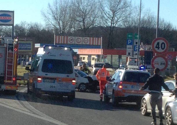 Incidente in autostrada, traffico rallentato