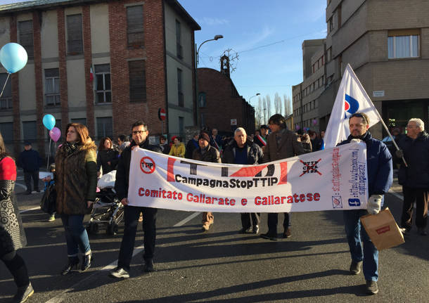 La protesta delle mamme all'ospedale di Angera