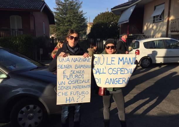 La protesta delle mamme di Angera