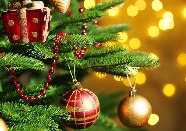 Immagini Di Feste Natalizie.Besano Torna Ad Illuminarsi Per Le Feste Di Natale