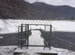 Il lago ghiacciato è pronto per il battesimo ortodosso