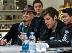 Fedez e J-Ax a Varese, in duemila per il firma copie da Varese Dischi (foto di Raffaele Della Pace)