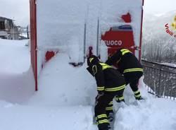 I vigili del fuoco al lavoro tra i terremotati