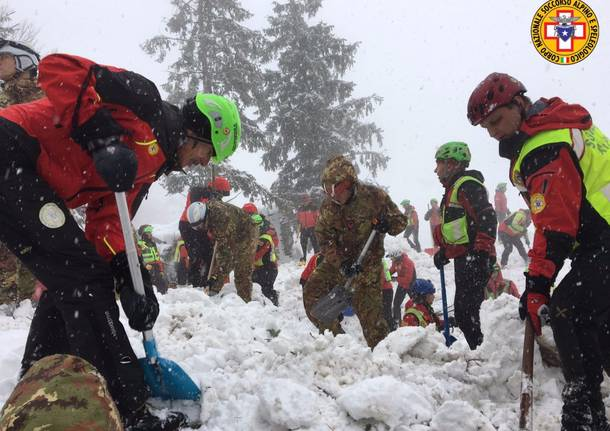 Il soccorso Alpino in azione a Rigopiano