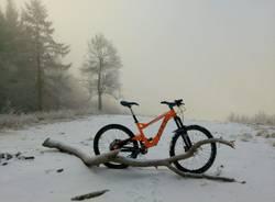 In bici in mezzo alla natura. Noi sporchiamo solo le ruote