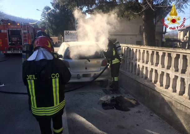 incendio auto cuvio gennaio 2017