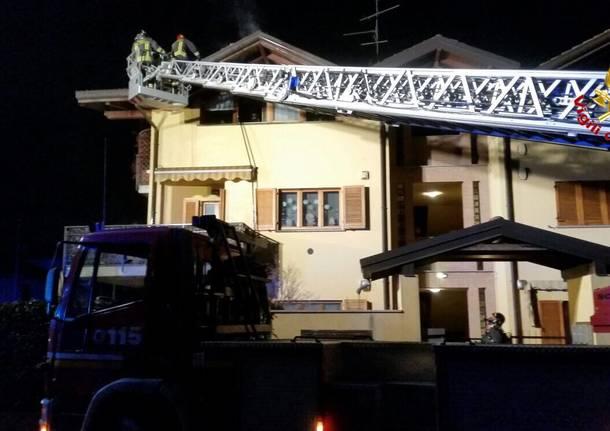 incendio tetto vigili del fuoco lonate ceppino