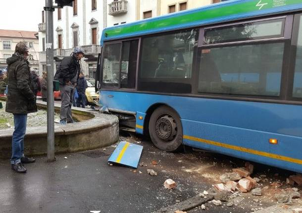 incidente autobus legnano