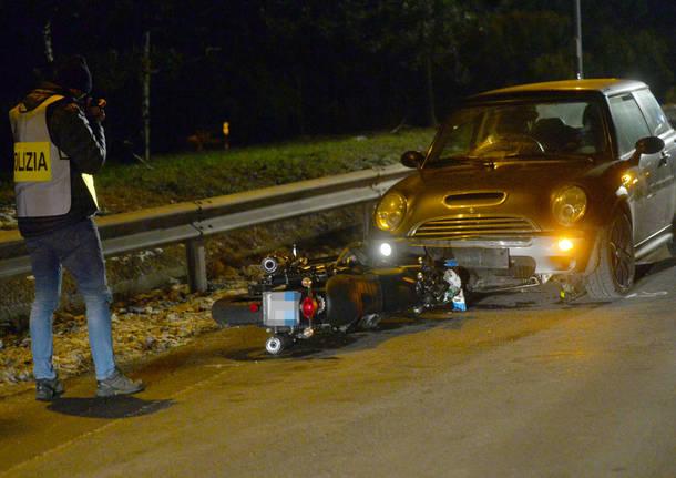 Drammatico scontro, muore un motociclista