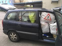 La raccolta di abiti per i senzatetto