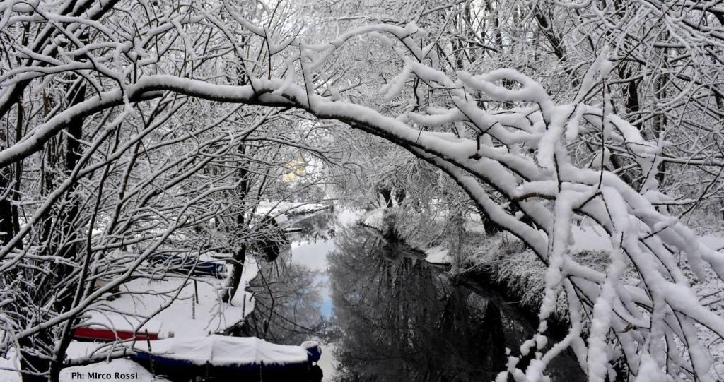 Lago Gurèe sotto la neve