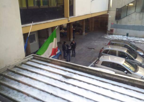Polizia scuola daverio rissa