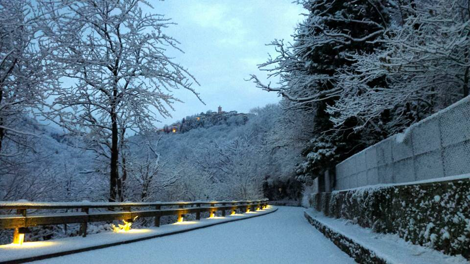 Sacro monte innevato foto di Giuseppe Marangon