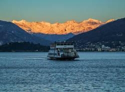 traghetto navigazione lago maggiore laveno mombello ulisse piana