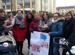 Il flash mob sull\'allattamento a Malnate